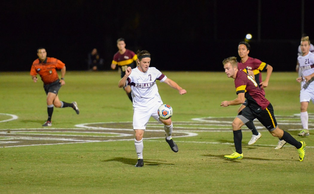 Men's Soccer Advances to SCIAC Championship after 2-0 Victory