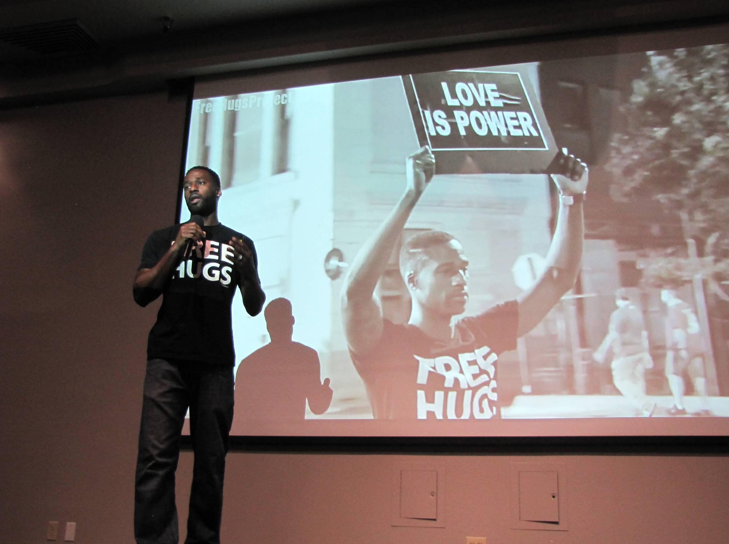 """Free Hugs Guy"" Ken Nwadike Jr. Preaches Peaceful Activism at Redlands"